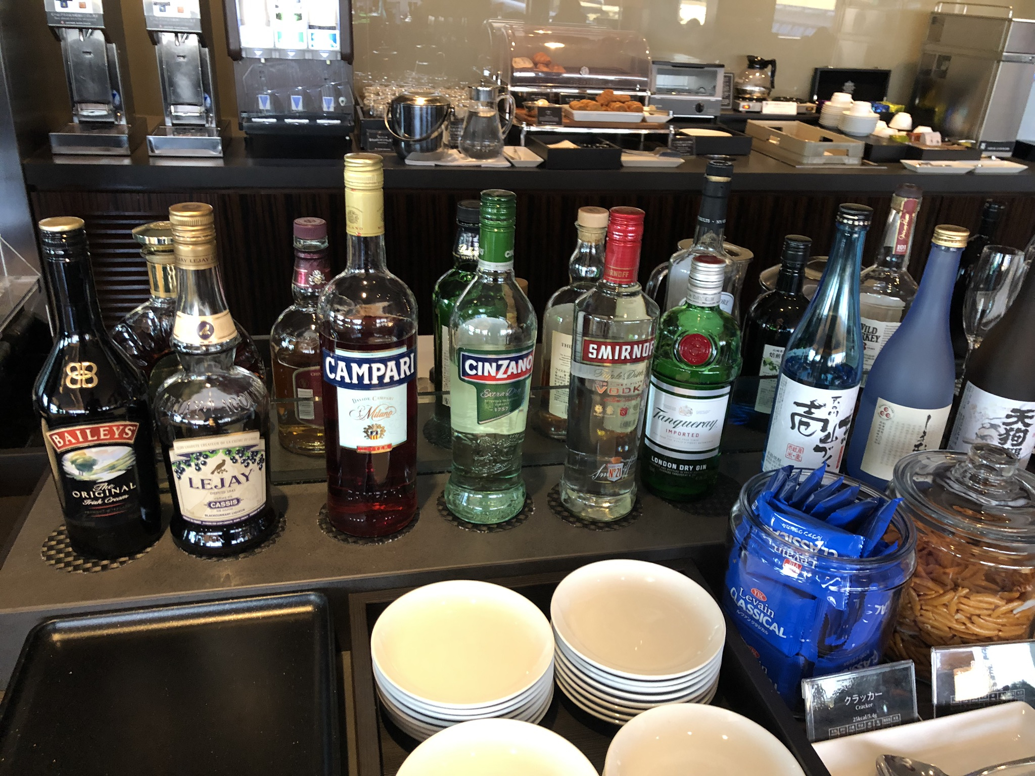 JAL First Class Lounge liquor