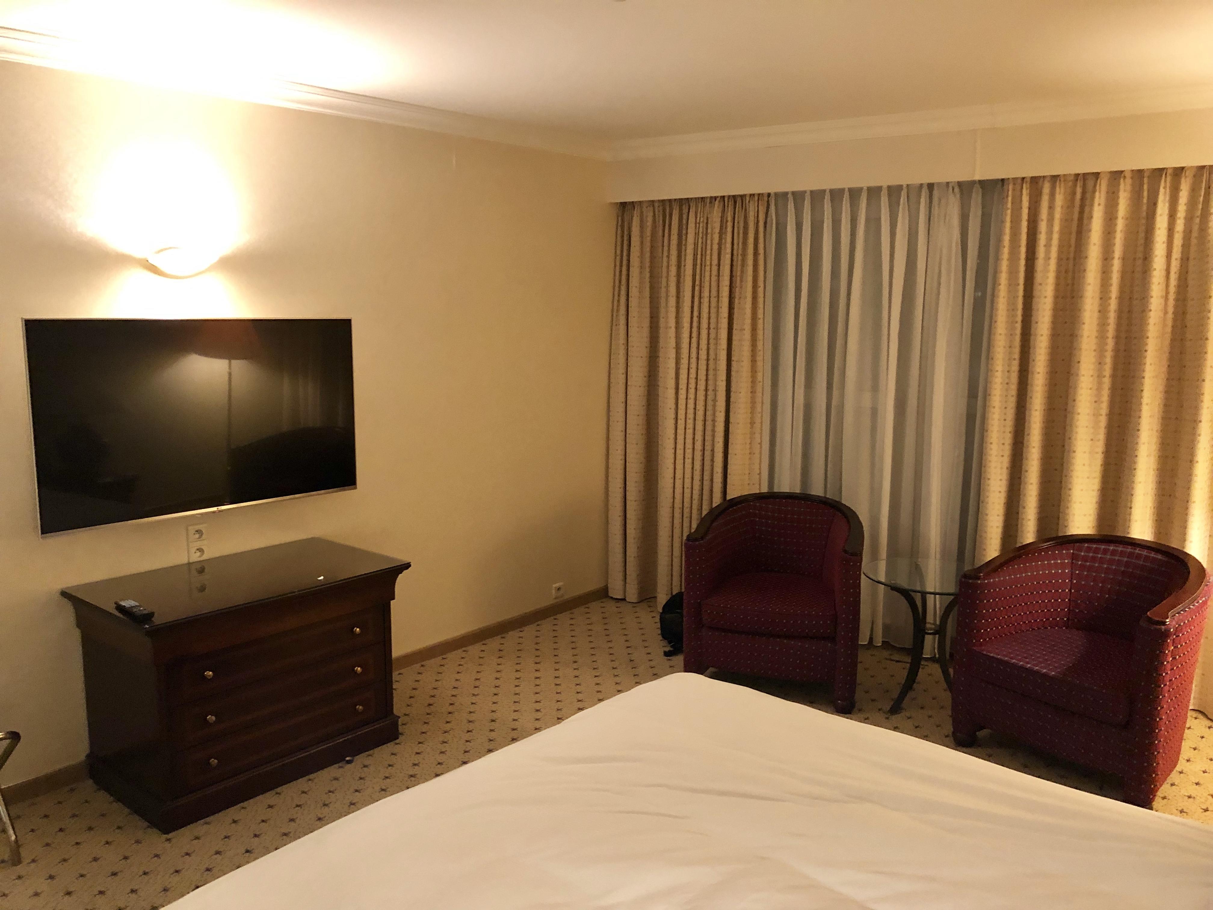 Hilton Antwerp Old Town Groenplaats Suite bedroom