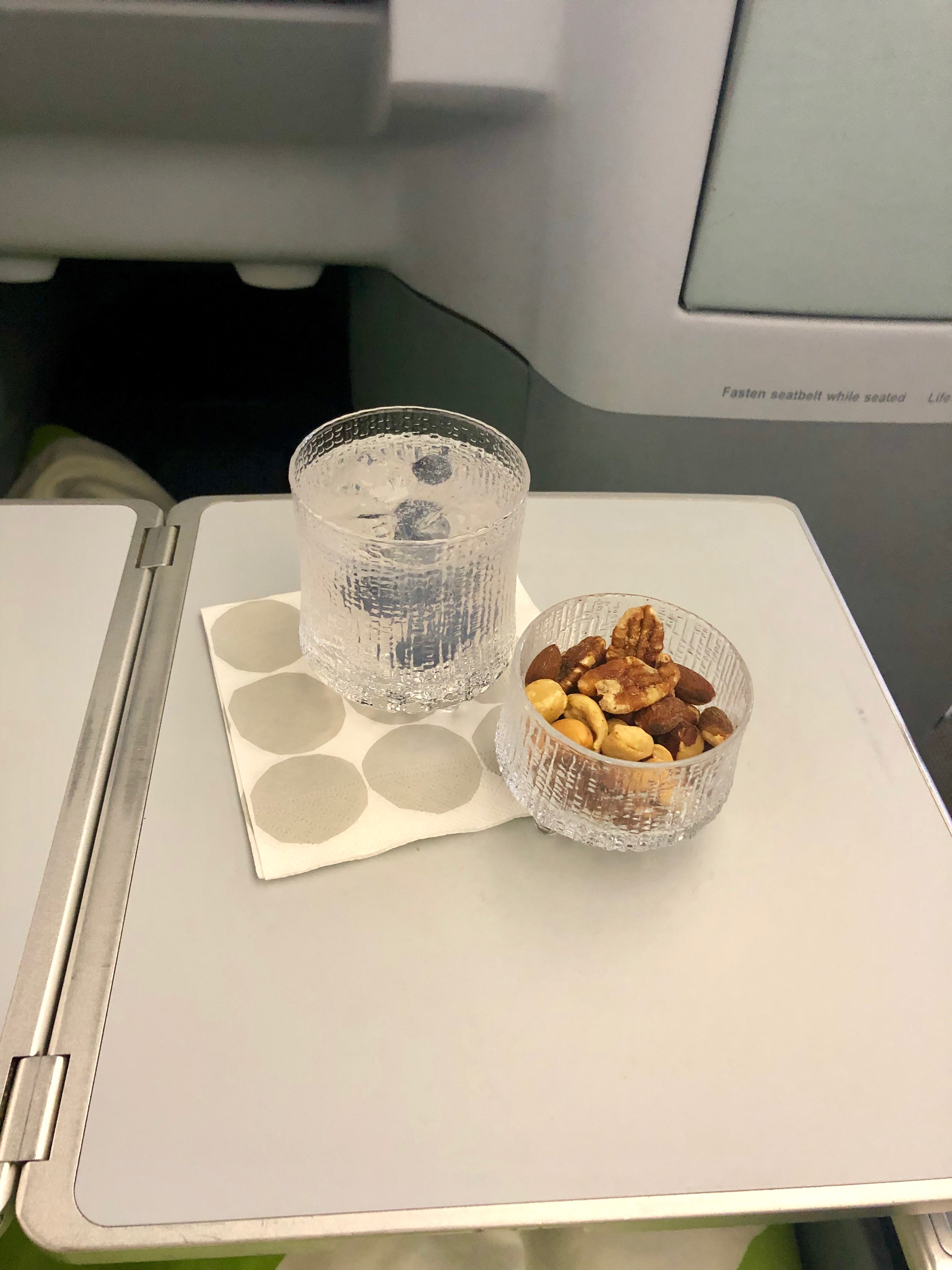 Finnair A330-300 JFK-HEL business class Arctic Blue Gin & Tonic and mixed nuts