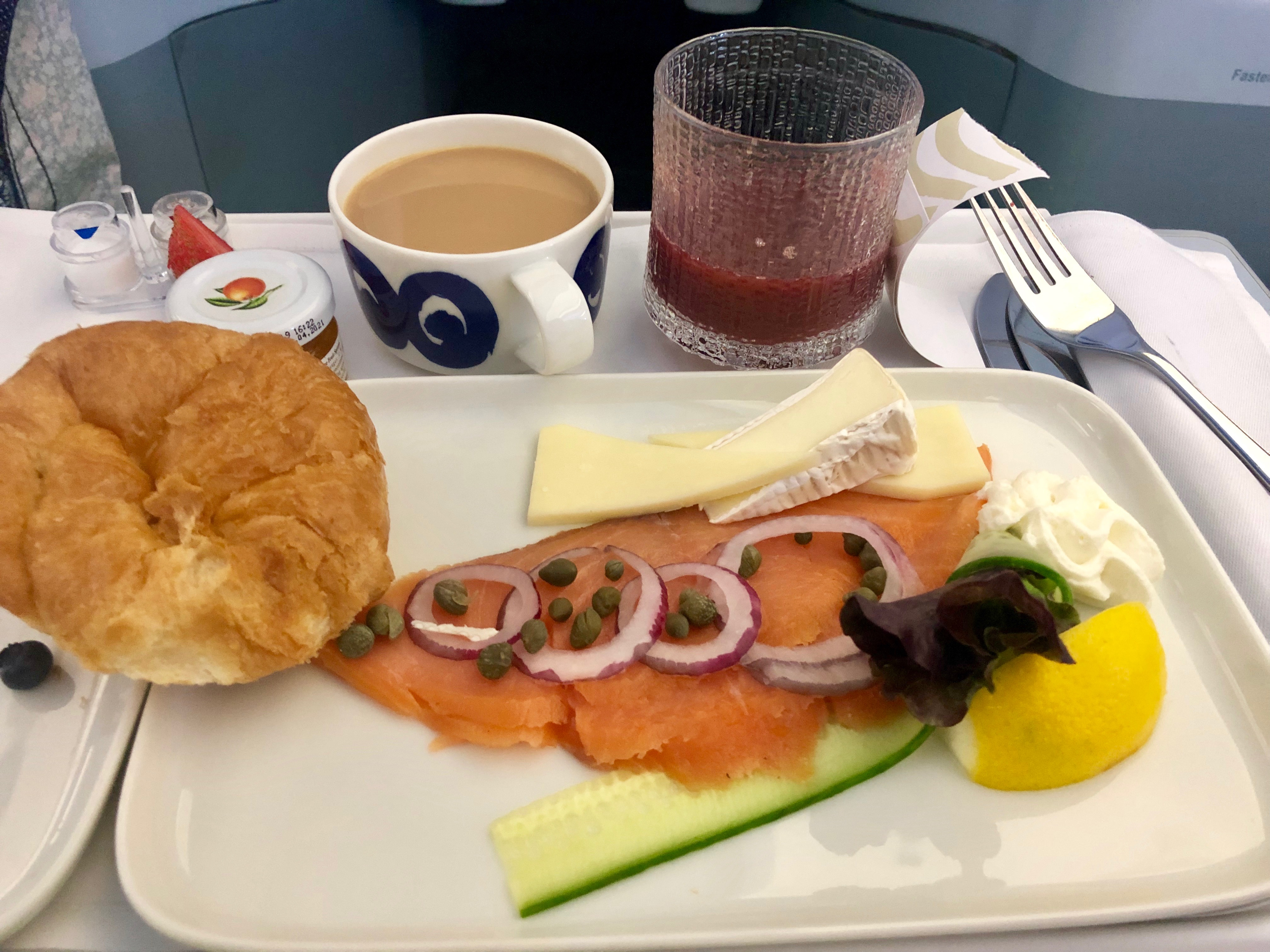 Finnair A330-300 JFK-HEL business class smoked salmon breakfast