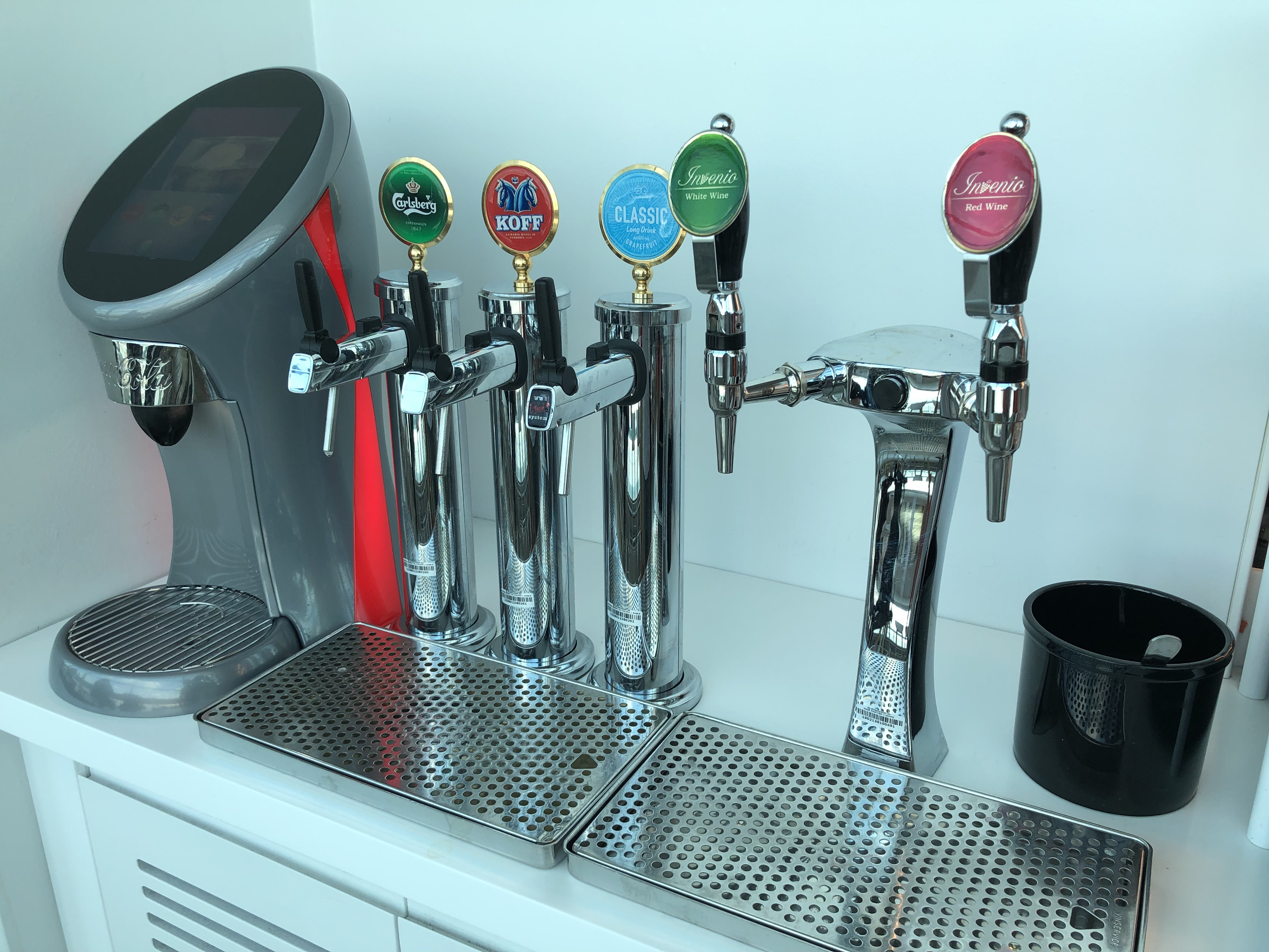Finnair Business Class Lounge Helsinki draft beer and wine