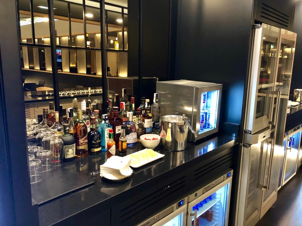 Iberia Dalí Premium Lounge Madrid liquor