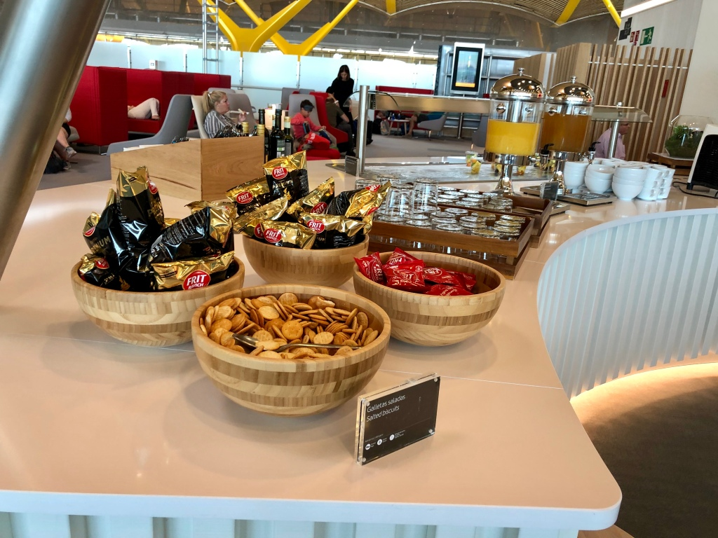 Iberia Dalí Premium Lounge Madrid crackers and chips
