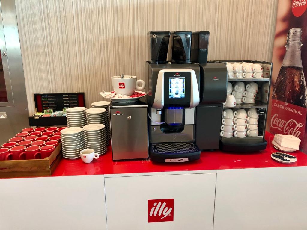 Iberia Dalí Premium Lounge Madrid coffee