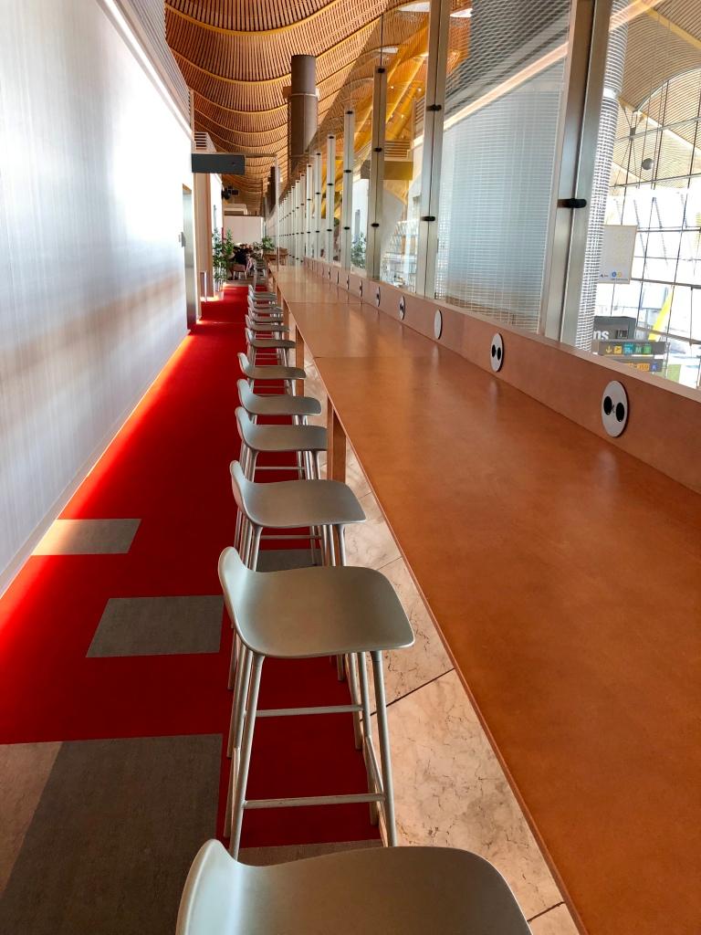 Iberia Dalí Premium Lounge Madrid seating