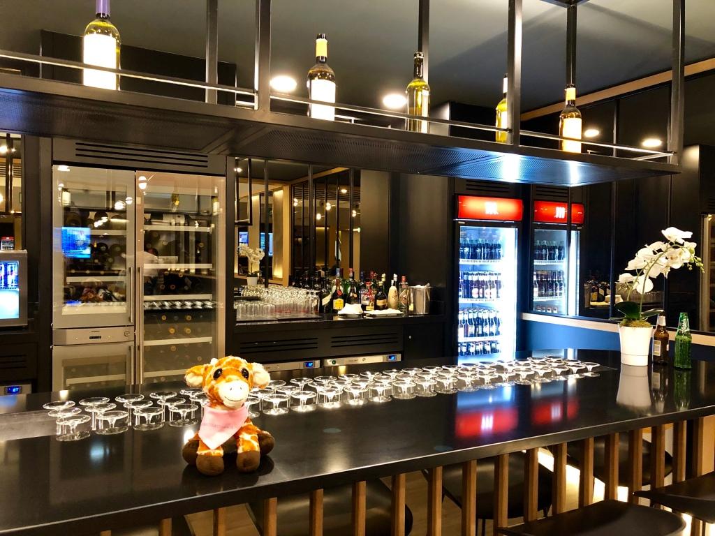 Iberia Dalí Premium Lounge Madrid wine bar