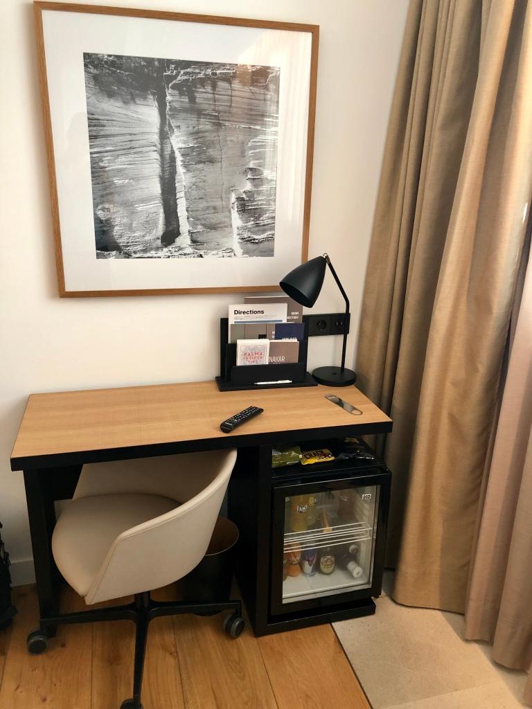 Nakar Hotel superior room work desk