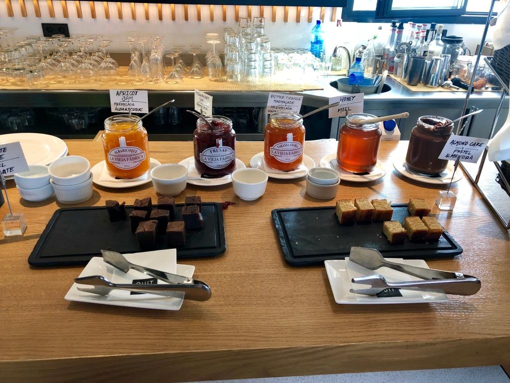 Nakar Hotel CUIT breakfast jams