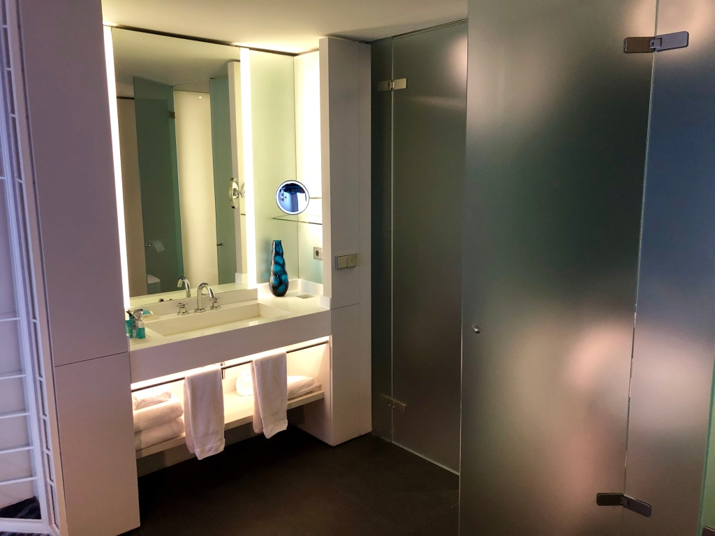 W Barcelona Wonderful room bathroom