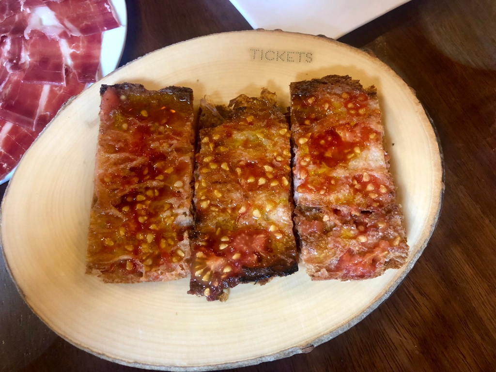 Tickets bread with la Roseta tomatoes