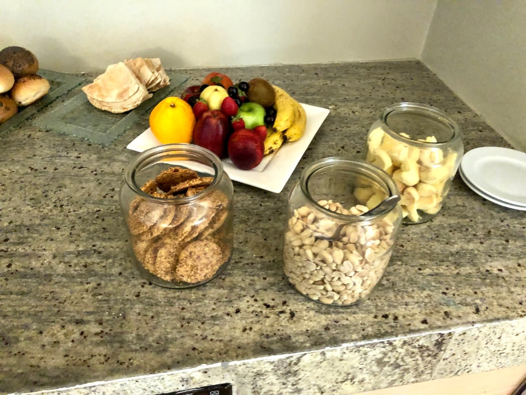 Executive Lounge cookies, fruit and peanuts