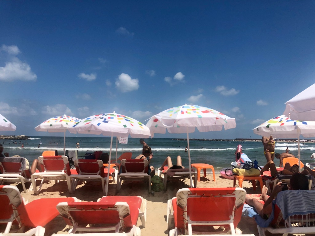 Hilton Beach - Chairs and umbrellas