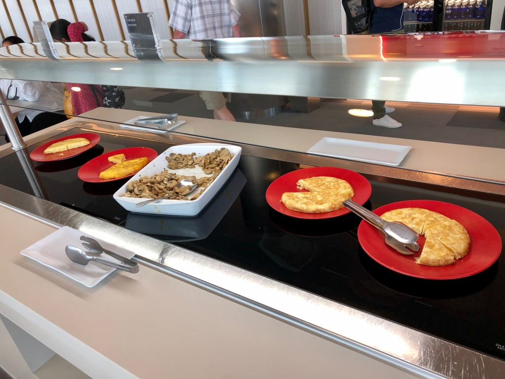 Hot food station - quiche and mushrooms