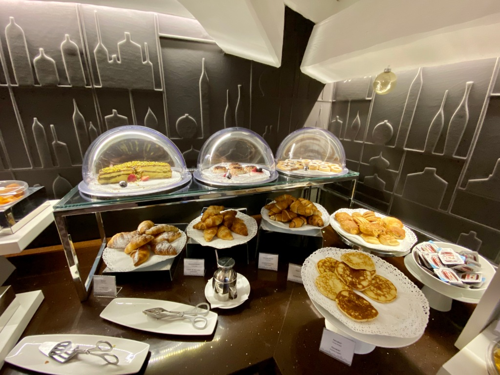 Breakfast buffet - pastries