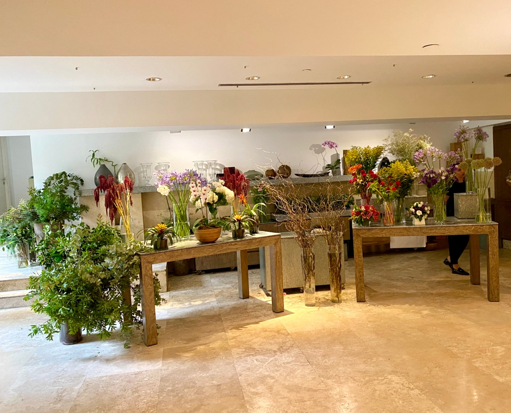 Contemporary side - flower shop