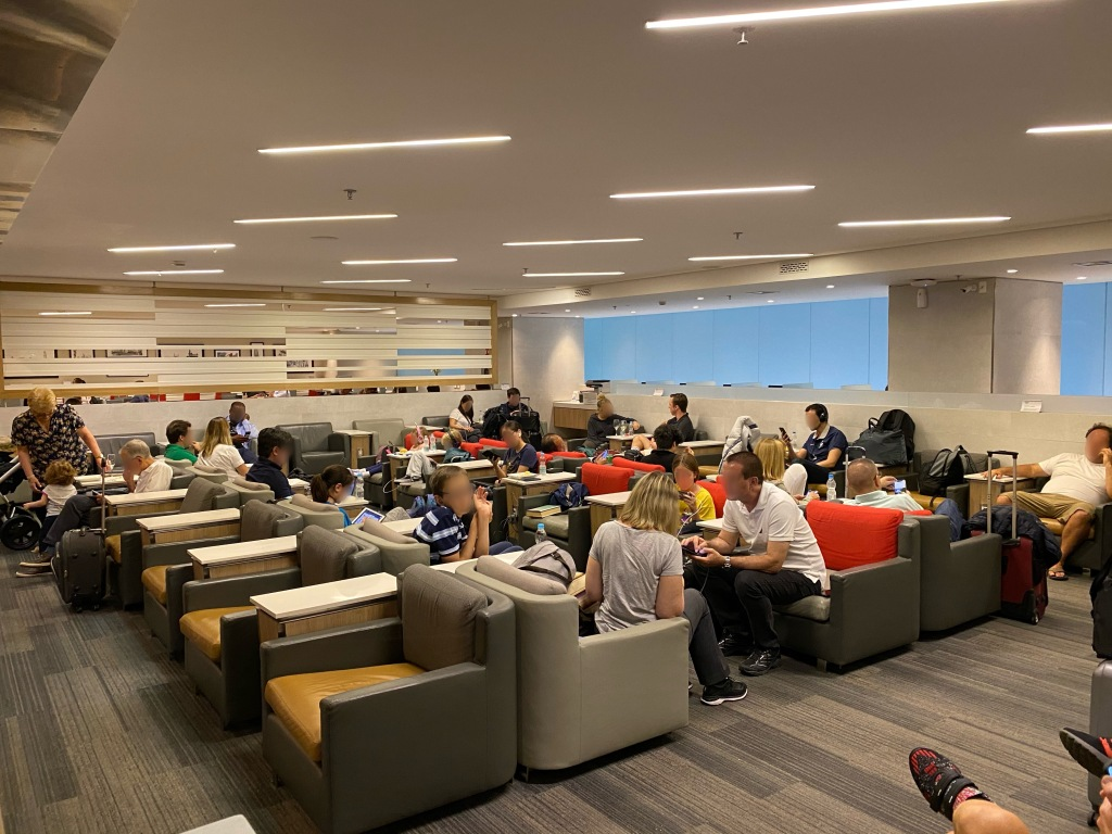 Crowded main seating area at GRU Admirals Club